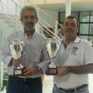 El Presidente, con el Director Deportivo recogiendo los Trofeos en Cádiz